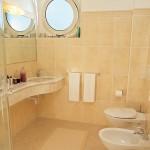camera hotel con bagno alba adriatica