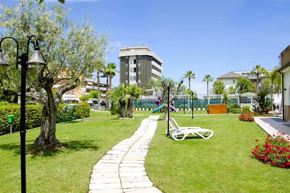 hotel con parco alba adriatica