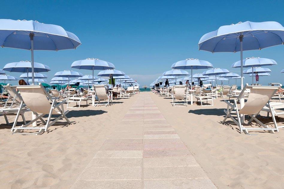 hotel con spiaggia privata alba adriatica